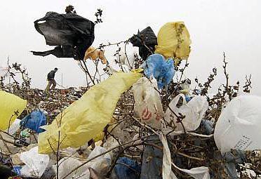 Plastové tašky sú s účinnosťou od 1. januára povinne spoplatnené